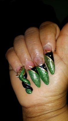 IN THE GREEN - Nail Art