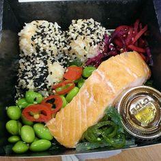 Pret teriyaki salmon and sushi salad @ 294 calories