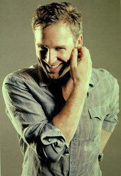Josh Lucas. The things Id let him do to me. He is seriously one of my favorites. Look at that smile.