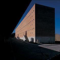 joao alvaro rocha,PER Habitação Social  Lugar do Outeiro  Maia  1996-1999 Portuguese, Interior And Exterior, Skyscraper, Portugal, Brick, Multi Story Building, Architecture, Search, Google