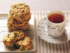 Cabbage and cumin of soft biscuits  Cake flour 1 cup olive oil 2 tablespoons A ├ cabbage (chopped) 2 sheets ├ cumin powder 1 tsp └ salt 1/2 tsp water Proper quantity  Bake 200c 12 mins