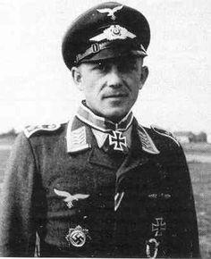 ✠ Reinhard Kollak (28 March 1915 – 6 February 1980) RK 29.08.1943 Oberfeldwebel Flugzeugführer i. d. 7./NJG 4
