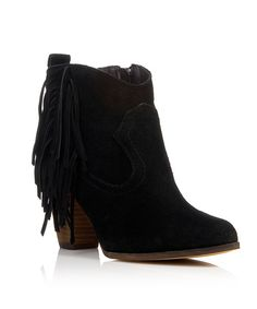 7e2d895e596 Steve Madden Steve Madden γυναικεία παπούτσια Γυναικεία μποτάκια  διακοσμημένα με κρόσια Με φερμουάρ στην εσωτερική πλευρά Διαθέσιμα χρώματα:  μαύρο, ...