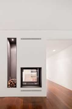 fireplace that goes through a wall Palma Apartment / Pedra Silva Architects Cheap Rustic Decor, Cheap Wall Decor, Unique Home Decor, Cheap Home Decor, Home Remodeling Diy, Basement Remodeling, Modern Fireplace, Fireplace Design, Home Decor Bedroom