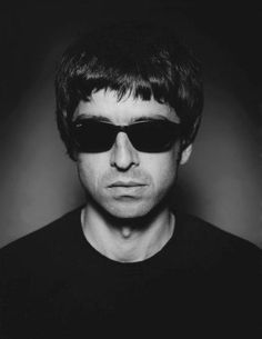 Noel Gallagher Young, Liam Gallagher Oasis, Liam And Noel, Oasis Band, Icon Photography, Look Back In Anger, Britpop, Keith Richards, Ringo Starr