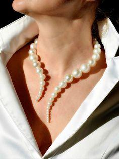 Jewelry necklaces statement unique This unique necklace is made of beads of diff. - Jewelry necklaces statement unique This unique necklace is made of beads of different sizes, strung - Cute Jewelry, Bridal Jewelry, Beaded Jewelry, Women Jewelry, Fashion Jewelry, Unique Jewelry, Crystal Jewelry, Jewelry Art, Silver Jewelry