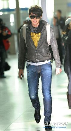 Bin was at Incheon Airport leaving for Berlin Film Festival, 20110215.