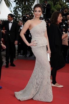 "Aishwarya Rai - Cannes 2011 - ""Midnight in Paris"" Premiere."