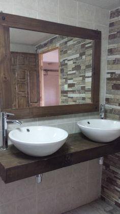 Reforma de una vieja cocina reconvertida en baño con toques rústicos