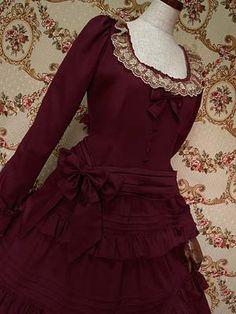 <メアリーマグダレン>2013年?発売 ビスクドールワンピース Product code:252-0104 ピンタック入りのティアードスカートが豪華な印象を与えるビスクドール風の長袖ワンピースです。※リボンベルトは、腰に巻くタイプと  ループに通して後ろで結んで頂くタイプの2種類付属致します。 2種類のベルトで様々な着こなしをお楽しみ下さいませ。 カラー:1.ブラック  2.ストロベリー 3.シェルローズ  4.プルシャンブルー  値段:28,140(本体価格 ¥26,800)