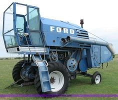 8207.JPG - Ford 640 combine, Does not run, Serial 64002 561, See Sellers Disclosure for more information, ...