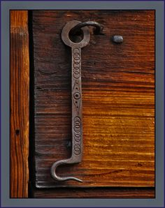 latch from americas first ironworks author keagl keagle jr w roger Barn Door Latch, Barn Door Locks, Gate Latch, Antique Doors, Old Doors, Antique Items, Wood And Metal, Metal Art, Door Knobs And Knockers