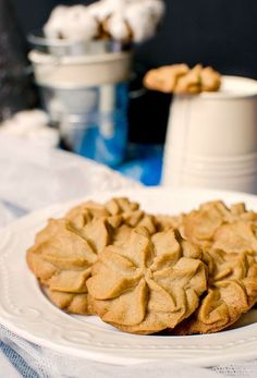 These peanut butter kisses are piped into beautiful rosettes, baked to perfection then snacked on next to a cup of milk. Peanut Butter Kiss, Snack Recipes, Snacks, Cookie Jars, Melting Chocolate, Apple Pie, Kisses, Oven, Rosettes