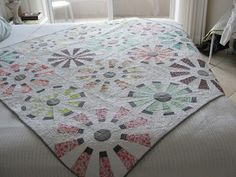 Stitchy Quilt Stuff: Mom's Christmas Dresden Plate Quilt