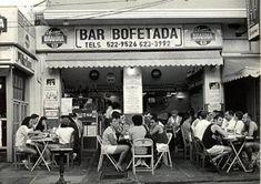 """Hoje é sábado, dia da série """"DO FUNDO DO BAÚ"""". E de lá sai esta foto do """"Bofetada"""", na Farme de Amoedo 87.   E aos sábados o peixe frito, a caipirinha e as cervejas eram programa obrigatório na saída da praia."""