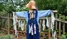 How to Make a Scarecrow Vintage Halloween, Fall Halloween, Halloween Party, Vintage Witch, Halloween Halloween, Halloween Makeup, Halloween Decorations, Halloween Costumes, Diy Garden Projects