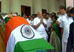 PM Narendra Modi pays his last tributes to #Jayalalithaa at Rajaji Hall in Chennai