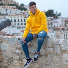 Are you looking for colorful, uniquely designed hoodies, TeeShirts you can wear with your favorite pants? Light Blue Ripped Jeans, Looks Hip Hop, Denim Jeans Men, Slim Jeans, Skinny Jeans, Style Masculin, Casual Outfits, Fashion Outfits, Urban Style Outfits