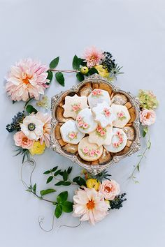 Floral Inspiration by Annabella Charles, Haute Horticulture, and Everbloom Designs. Cookies by The Flour Garden