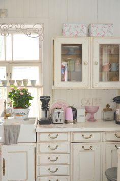 SpringKitchen <3 Country Interior, Country Decor, Country Style, French Country, Kitchen Pantry, Kitchen Dining, Kitchen Ideas, Victorian Decor, Kitchens
