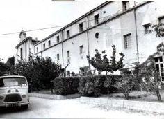 église St François des Récollets. La façade du séminaire et de la chapelle dans les années 1950 Montpellier, Chapelle, Outdoor, Outdoors, Outdoor Games, The Great Outdoors