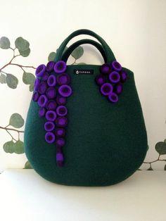 Eye-catchingTaneno felt bag