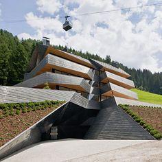 + Arquitetura :     Prédio projetado pela Plasma Studio e está localizado em Sesto (Itália).