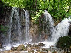 Do Hájskej doliny sa vchádza cez obec Háj a má dĺžku 3km. Neďaleko obce v doline sú pozoruhodné krasové javy a početné vodopády – Stredný Hájsky vodopád, Hájsky vodopád nad mostom, Veľký Hájsky vodopád. Košický okres, Slovakia