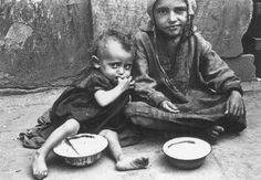 """ Warsaw Children eating in the ghetto streets. Warsaw, Poland, between 1940 and 1943. © ushmm """