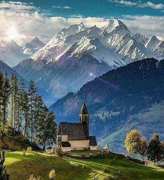 Majestuosa vista de Falera en Suiza.