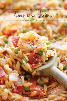 One Pot Lemon Orzo Shrimp - A super easy one pot meal that the whole family will love - even the orzo gets cooked right in the pot! A super easy one pot meal that the whole family will love – even the orzo gets cooked right in the pot! Easy Pasta Recipes, Fish Recipes, Seafood Recipes, Cooking Recipes, Healthy Recipes, Shrimp Dinner Recipes, Damn Delicious Recipes, Water Recipes, Grilling Recipes