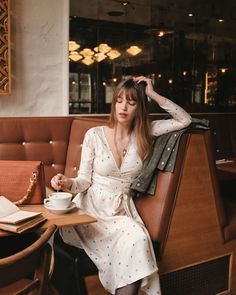 Genius Summer Outfits To Copy Right Now - Knitters Paris Outfits, Date Outfits, Summer Outfits, Paris Fashion, Girl Fashion, Fashion Outfits, Style Fashion, French Girl Style, Fashion Lighting