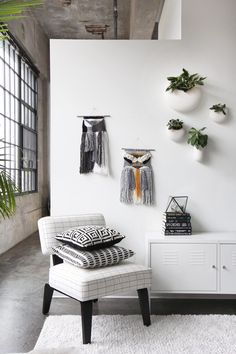 ADD TEXTURE TO YOUR WALLS WITH DECORATIVE WALL HANGINGS