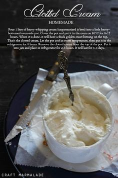 craft marmalade . Panna rappresa fatta in casa ( homemade clotted cream ) .
