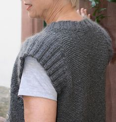 Knitting without seam - the book, by Irina Heemann: Knitting event: Kraus vest, work . Knitting Designs, Knitting Patterns, Knitting Stitches, Knit Vest Pattern, Big Knit Blanket, Baby Pullover, Big Knits, Stockinette, Knitting For Beginners