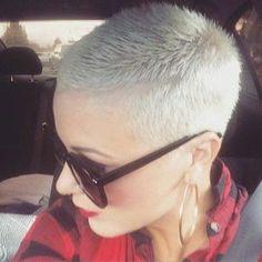 Diese 10 Frauen beweisen, dass eine kurz rasierte Trendfrisur auch super aussehen kann! - Neue Frisur