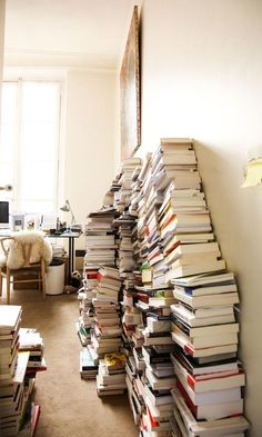 Augustin Trapenard - The Socialite Family - books Stack Of Books, I Love Books, Books To Read, My Books, Paris Appartment, Socialite Family, Book Aesthetic, Coffee And Books, Book Nooks