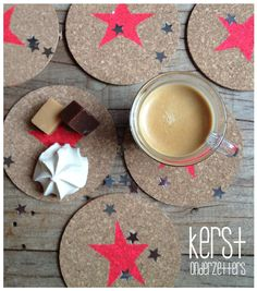 These star painted cork coasters are an easy drink rest, table saver and decoration. Diy Christmas Star, Christmas Crafts, Xmas, Fun Crafts, Diy And Crafts, Crafts For Kids, Memo Boards, Diy Presents, Diy Gifts