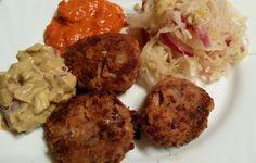 """..oder eigentlich """"Laberl"""", wie man in Wien sagt. Es gibt viele Bezeichnungen dafür, Bouletten, Frikadellen, Pflanzerl... Mir ist ziemlich gemüse, wie sie allenortens heißen, Hauptsache fleischlos.... Grains, Rice, Ethnic Recipes, Food, Hamburger Patties, Meat, Food Food, Meal, Essen"""