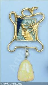 René Lalique 1900 'Serpents with Woman's Profile' Brooch: yellow gold, pampille pearl