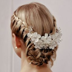 Exquisite collection of gorgeous wedding hair accessories and bridal hair accessories including combs, tiaras, clips and headbands that provide the finishing touch for your wedding Hair Down Hairstyles, Braided Hairstyles, Wedding Hairstyles, Bridal Hairstyle, Braided Updo, Hair Design For Wedding, Hair Wedding, Wedding Dresses, Half Up Half Down Hair