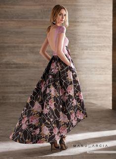Manu García 2019 Cute Prom Dresses, Elegant Prom Dresses, Trendy Dresses, Fashion Dresses, Long Midi Dress, Dress Skirt, High Tea Dress, Grey Evening Dresses, Fiesta Dress