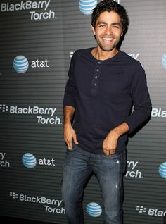 That smile 😍😍😍😍 Adrian Grenier Beautiful Boys, Beautiful People, Amazing People, Pretty Men, Pretty Boys, New Mexico, Short Curly Hair, Curly Hair Styles, Handsome Celebrities