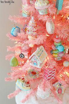 Candy Land Christmas, Candy Christmas Decorations, Christmas Tree Themes, Retro Christmas, Christmas Holidays, Christmas Crafts, Christmas Ornaments, Happy Holidays, Christmas Ideas