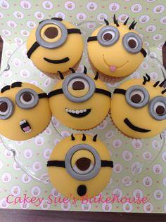 Minion cupcakes. Geek Birthday, Superhero Birthday Cake, Minion Birthday, Minion Party, Star Wars Birthday, Birthday Cakes, Minion Cupcakes, Kid Cupcakes, Cupcake Cakes