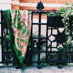 Russian traditional shawl. Wool 100%. Summertime. 148x148cm. Fairytale motifs. Сказочные мотивы. Pavloposadskie platki. Platochic.tictail.com