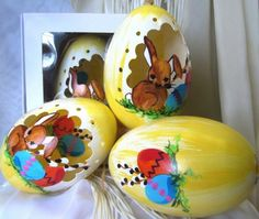 Easter egg Egg Decorating, Handmade Decorations, Easter Eggs, Spaces, Carved Eggs, Handmade Ornaments