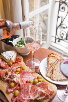 Entertaining on a Budget: 5 Best Trader Joe's Wine & Snack Pairings. Who says a quality wine night needs to break the bank? Sweet Wines For Beginners, Types Of Cheese, Wine Night, Think Food, In Vino Veritas, Cheese Platters, Italian Wine, Best Diets, Wine Tasting