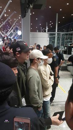 Incheon Airport, departing for Kuala Lumpur Luhan, Exo Chanbaek, Park Chanyeol, Exo Couple, Exo Korean, Kpop, Couple Outfits, Incheon, Boyfriend Material