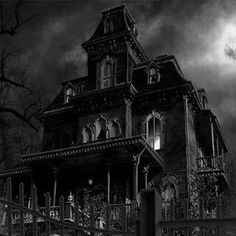 Love scary/ haunted houses.